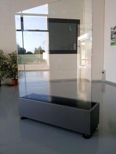 Realizzati su misura in acciaio zincato e verniciato risultano essere facilmente installabili e rimovibili. Grazie ai piedini regolabili possono essere facilmente posizionati su pavimentazioni sconnesse.