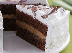 Receita de Bolo de Chocolate com Brigadeiro ao Mel - bolo, corte ao meio…