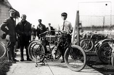 William S. Harley and Arthur Davidson with the first motor bike they ever made Harley Davidson Photos, Motos Harley Davidson, Motos Vintage, Vintage Bikes, Magnified Images, Bike Engine, Vintage Motorcycles, Cool Bikes, Frames