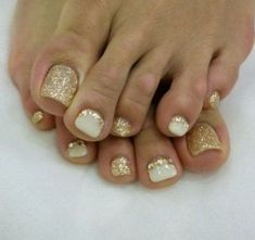 Gold and cream toes Pedicure Designs, Pedicure Nail Art, Toe Nail Designs, Toe Nail Art, Cute Toe Nails, Fancy Nails, Pretty Nails, Summer Toe Nails, Summer Pedicures