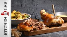 Roast pork shank with potatoes by Greek chef Akis Petretzikis. Delicious, aromatic pork shanks roasted to perfection and marinated in a special mustard sauce! Pork Dishes, Tasty Dishes, Foil Dinners, Christmas Cooking, Pork Roast, Greek Recipes, Food And Drink, Potatoes, Cooking Recipes