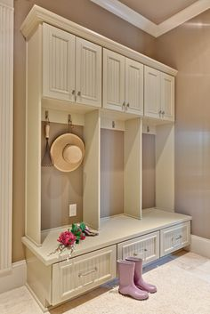 Confessions of a Curbshopaholic: Mudroom/Laundry project inspiration. MULTIPLE EXAMPLES!