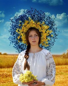 How to win a heart of Ukrainian girl? How to choose your sexy Ukraine Looking for your Ukraine girl? Ukraine Women, Ukraine Girls, Floral Headdress, Ukrainian Art, Folk Costume, People Of The World, Traditional Dresses, Belle Photo, Flower Crown