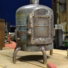 A small wood burning stove made from an old gas bottle - martiensbekker.co.uk