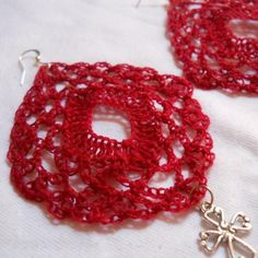 A great beginner project - crocheted earrings that's less than 30 minutes to crochet. The outer mesh provides a great backdrop for the solid diamond dc's in the center.