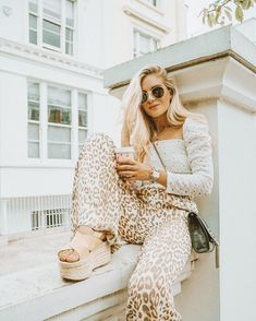There is a huge amount of freedom that comes to you when you take nothing personal! Cute Gym Outfits, Summer Outfits, Casual Outfits, How To Pose, Boho Look, Playing Dress Up, Dress To Impress, Love Fashion, Boho Chic
