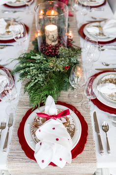 Elegant Christmas Tablescape, Easy Christmas Tablescape, How to decorate your table for Christmas, Christmas table decorations Christmas Party Table, Christmas Table Settings, Christmas Tablescapes, Christmas Table Decorations, Holiday Tables, Decoration Table, Thanksgiving Centerpieces, Diy Centerpieces, Christmas Candles