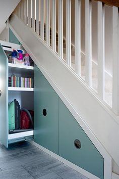rangement sous escalier touche de couleur #design #interiors #space