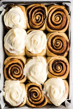The Best Homemade Cinnamon Rolls Recipe EVER! These gooey cinnamon rolls are even better than cinnabon cinnamon rolls, and are easy to make! Cinnamon Roll Icing, Cinnabon Cinnamon Rolls, Best Cinnamon Rolls, Overnight Cinnamon Rolls, Cream Cheese Frosting For Cinnamon Rolls Recipe, Easy Homemade Cinnamon Rolls, Cinammon Rolls, Healthy Cinnamon Rolls, Cinnamon Roll Casserole