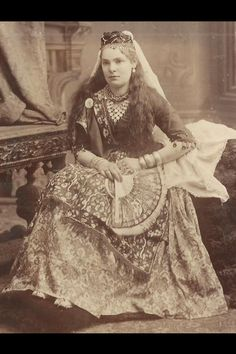 Queen Victoria gained weight as she grew older. She said it was through contentment, but l believe it was unhappiness since her Prince Albert died. Vintage Gypsy, Prince Albert, Queen Victoria, Princess Diana, Costume Design, The Past, Goth, Costumes, Lady