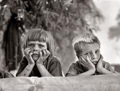 """Dorothea Lange (25 de mayo de 1895, Hoboken, EE. UU. - 11 de octubre de 1965, San Francisco, EE. UU.) fue una influyente fotoperiodista documental, mejor conocida por su obra la """"Gran Depresión"""" para la oficina de Administración de Seguridad Agraria. Las fotografías humanistas de Lange sobre las terribles consecuencias de la Gran Depresión la convirtieron en una de las periodistas más destacadas del fotoperiodismo mundial."""