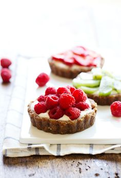No-Bake Mini Fruit Pizzas