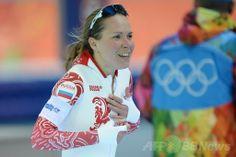 ソチ冬季五輪、スピードスケート女子3000メートル。銅メダルを獲得し歓喜するオルガ・グラフ(Olga Graf、2014年2月9日撮影)。(c)AFP/JUNG YEON-JE ▼10Feb2014AFP ロシア勢初メダルの女性選手、喜ぶあまり思わぬものをあらわに http://www.afpbb.com/articles/-/3008113?ctm_campaign=txt_relation&3008379 #Sochi2014 #Olga_Graf