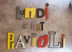 Lundi c'est ravioli... by Kidimo. Order the word of your choice, commandez le mot de votre choix sur www.kidimo.com
