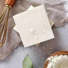 This Gentle DIY Goat Milk Soap Is Just What Winter Skin Needs - Homemade gift ideas - Health Idea Diy Body Wash, Homemade Body Wash, Homemade Soap Bars, Homemade Soap Recipes, Tea Tree Soap, Soap For Sensitive Skin, Natural Beauty Recipes, Glycerin Soap, Goat Milk Soap
