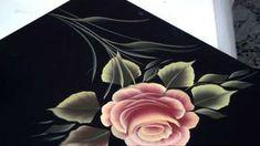 como pincelar una Rosa con el arte de la Pintura Decorativa, utilizando solo pincel angular, también nos muestra su técnica de carga multicolor, un video que no te puedes perder.