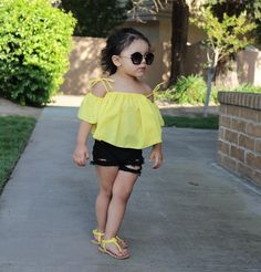 Help your kid to be the showstopper of the New Year Eve party with these upbeat New Year Eve kids' outfits, such as sequin, lacy or one-shoulder dresses. Toddler Girl Style, Toddler Girl Outfits, Baby Girl Dresses, Toddler Fashion, Kids Outfits, Kids Fashion, Toddler Girls, Stylish Baby Girls, Stylish Kids