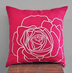 Fuchsia Pink Flower Pillow Cover Decorative Throw por KainKain