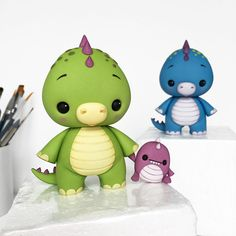 Cute Dino Cake Topper by Crumb Avenue Fondant Figures Tutorial, Cake Topper Tutorial, Cake Toppers, Fondant Animals, Clay Animals, Cute Polymer Clay, Cute Clay, Fondant Bow, Fondant Flowers