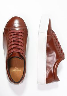 So einfach machst du deinen Casual-Look komplett. Royal RepubliQ ELPIQUE - Sneaker low - tan für 127,95 € (16.05.16) versandkostenfrei bei Zalando bestellen.