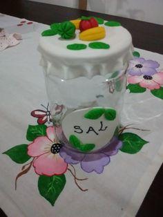 Frasco decorado con porcelana fría..