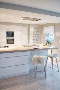 Küche weiß hochglänzend mit Altholz von Atelier für Küchen ... | {Küchenzeilen weiß 42}
