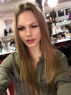 Exclu Vogue: le look beauté du défilé H&M Studio en 25 selfies de tops