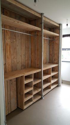 20 Brilliant DIY Pallet Furniture Design Ideas to Inspire You - diy pallet creations Pallet Wardrobe, Pallet Closet, Wooden Closet, Rustic Closet, Diy Wardrobe, Pallet Patio Furniture, Diy Furniture, Furniture Design, Furniture Projects