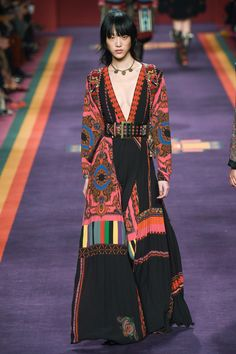 Runway / Etro / Mailand / Herbst 2017 / Kollektionen / Fashion Shows / Vogue Fashion Week, Fashion 2017, Look Fashion, Runway Fashion, High Fashion, Winter Fashion, Fashion Show, Fashion Design, Fashion Trends