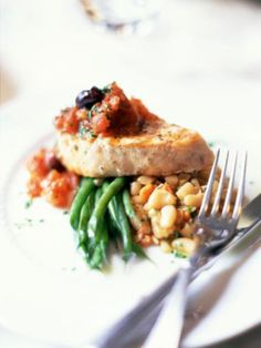 A recipe for simmered swordfish in the style of Syracuse -- the Italian Syracuse, not New York. This Italian swordfish recipe simmers the fish in a fragrant tomato sauce.
