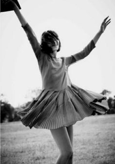 alexa chung + madewell Black And White Photography Marlene Hose, How To Pose, Just Dance, Happy Dance, Mode Vintage, Models, Alexa Chung, Cosmopolitan, Black And White Photography