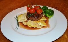 Fillet Steak & Garlic Potatoes with Red Wine Sauce Wine Sauce, Your Recipe, Home Recipes, Red Wine, Steak, Garlic, Wordpress, Potatoes, Beef