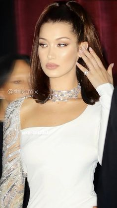 I heard that you like the bad girls, honey, is that true? I heard that you like the bad girls, honey, is that true? Bella Gigi Hadid, Bella Hadid Style, Bella Hadid Makeup, Bella Hadid Hair, Fashion Models, Fashion Beauty, Fashion Outfits, Falling In Reverse, Glamour