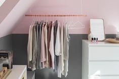 Schuin dak oplossing: kledingrek en kastje IKEA