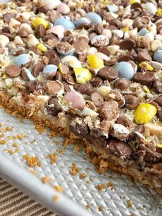 7 layers of sweet gooey deliciousness including the ever popular Cadbury Mini Eggs! Graham cracker crust, coconut, pecans, three kinds of chocolate chips, and Cadbury eggs all drizzled with sweetened condensed milk. These Cadbury egg Just Desserts, Delicious Desserts, Dessert Recipes, Yummy Food, Bar Recipes, Detox Recipes, Recipies, Tasty, Easter Recipes