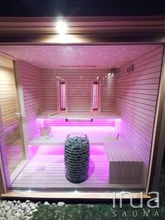 Telepítésre került egy egyedi tervezésű kültéri kombinált szauna, amely kiegészült egy zuhanyzó és egy tároló résszel. A belső Inua panelrendszer burkolatot kapott, amelyet natúr nyárfából készítettünk. Kívülről vöröscédrus lambériát kapott, illetve a zuhanyzó rész is ebből az alapanyagból lett kialakítva. A szauna mérete 3x2,4 méter. A megfelelő hőmérsékletért egy Huum Hive mini 9 kW-os szaunakályha felel, a szauna élményt a Dr Fischer infrapanelek teszik teljessé. Saunas, Steam Room