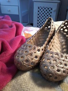 I am selling these brand new gold shoes in Stellenbosch please visit my gumtree page : called brand new gold shoes and tell everyone about them.