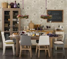Naturally Beautiful | Create an inviting space that'll work for a party of 20 or dinner à deux.
