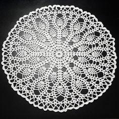 Șervețel Decorativ Rotund din Dantelă 2 - alb · HAV-A.ro inspirat din natura avand conceptul florii care se deschide, mileu lucrat excelent, design crochet Design