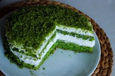 Ispanağa tuz katarsak yemek, şeker katarsak ne kadar güzel bir tatlı elde edeceğimizi bu tarif ile görebiliriz. Pasta yerken genelde içinde besleyici bir malzeme yok ancak sadece damak zevkimiz için yiyoruz deriz ancak bu pasta o öngörümüzü tamamen yıkacak. İçindeki muz ile hem çok hafif hem de güçlü bir potasyum deposu tüketmiş olacağız.