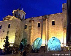 Costado septentrional de la catedral de Santander --> http://www.arteguias.com