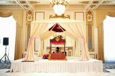 I don't love this look, but with some tweaks, it could be good. I like that it is finally an example of a sikh wedding set up.   Sikh Wedding Anais Events/Elle Jae Photography