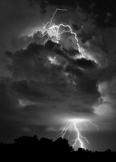 The lighting storms are incredible chance for photographers to make fascinating lighting storm photography. Tornados, Thunderstorms, Hd Desktop, Oc Fanfiction, Lighting Storm, Storm Photography, Thunder And Lightning, Purple Lightning, Lightning Bolt