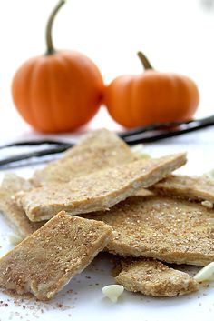 Let me get this straight, pumpkin, caramel, white chocolate and pie spice all mixed together? L.O.V.E.! Pumpkin Pie Bark