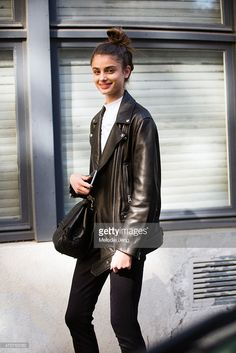 Model Taylor Hill exits the Emanuel Ungaro show on Day 6 of Paris Fashion Week on March 8 2015 in Paris France Taylor Marie Hill, Taylor Hill Style, Modell Street-style, Leather Jacket Outfits, Leather Jackets, Street Style, Models Off Duty, Teen Vogue, Fashion Models