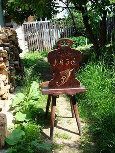 adelaparvu.com despre Corina Petculesc, Dragos Petculescu, mobila traditionala pictata, icoane ortodoxe pictate pe sticla si lemn (10)