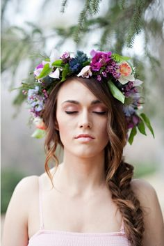 Wianek ślubny, czyli minimalizm i naturalność. - simplife.pl Love Flowers, Fresh Flowers, Colorful Flowers, Floral Crown Wedding, Floral Crowns, Weeding, Pregnancy Photos, Flower Crown, Wedding Hairstyles