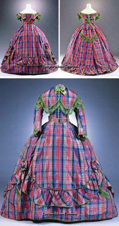Dress, Germany, ca. 1866. Silk taffeta. Three pieces—skirt, day bodice, and evening bodice. Photo: Marion Mennicken/Rheinisches Bildarchiv Köln. Museum of Applied Art, Cologne, via Kulturelles Erbe Koeln