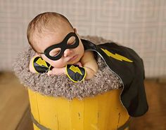 Black Newborn Superhero Outfit - Cape Mask and Wrist Cuffs - Halloween Costume Photography Prop for Infant Baby Boy Newborn Pictures, Baby Pictures, Baby Photos, Halloween Bebes, Baby Halloween Costumes, Infant Halloween, Newborn Poses, Newborn Outfits, Newborns