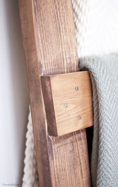 DIY Blanket Ladder Free Plans - Cherished Bliss,Learn how to make a DIY Blanket Ladder. With this simple tutorial and only 3 basic tools you can save space while neatly storing your blankets. Diy Furniture Projects, Diy Pallet Projects, Wood Projects, Easy Woodworking Projects, Woodworking Bench, Quilt Ladder, Diy Blanket Ladder, Blanket Storage, Diy Ladder